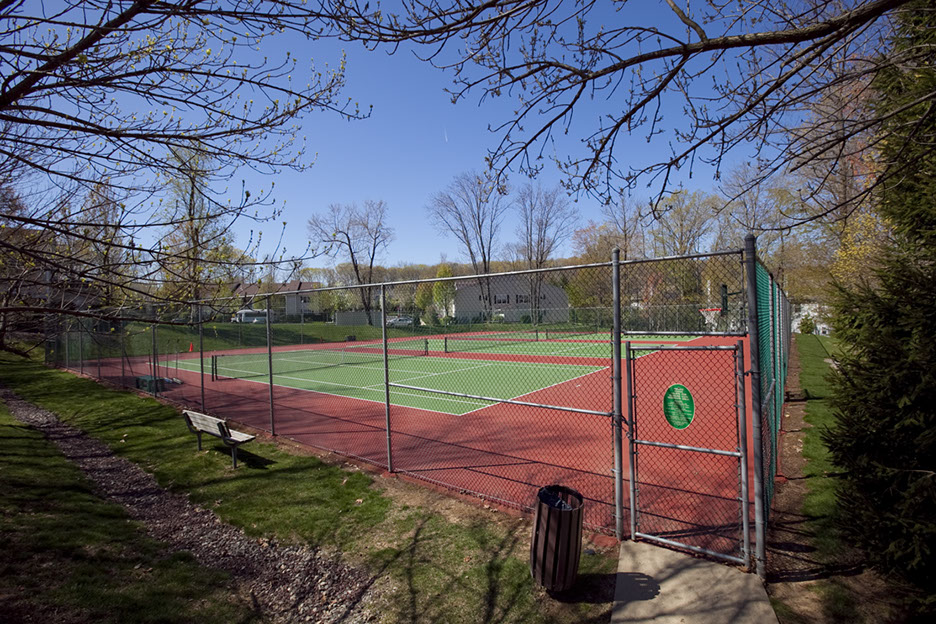 Seasons Glen Tennis Courts
